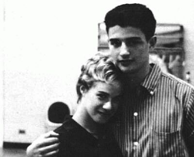 In 1958, a 16-year-old Carole King met Gerry Goffin at Queens College. The two became a couple and would spend their evenings writing songs together. Photo from bouldercool.com.