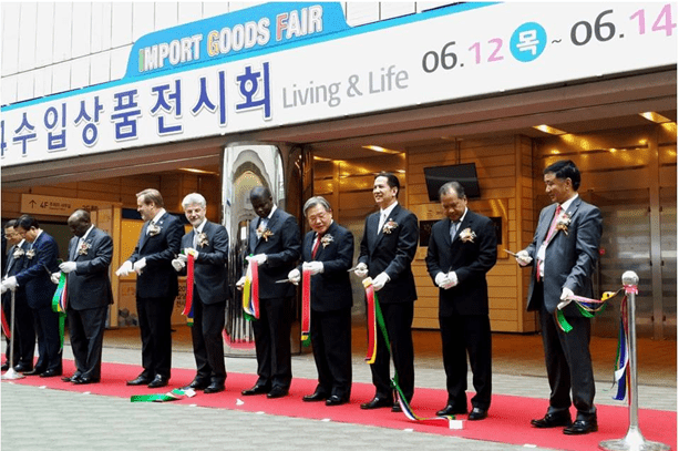Philippine Ambassador to South Korea Raul S. Hernandez joins fellow heads of mission in Korea as well as officials of the Korea Importers' Association (KOIMA) in cutting the ceremonial ribbon at the opening ceremony for the Import Goods Fair (Living and Life) held June 12 at the COEX Center in Seoul.