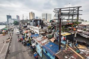 Informal settlers in Metro Manila (Saiko3p / Shutterstock)