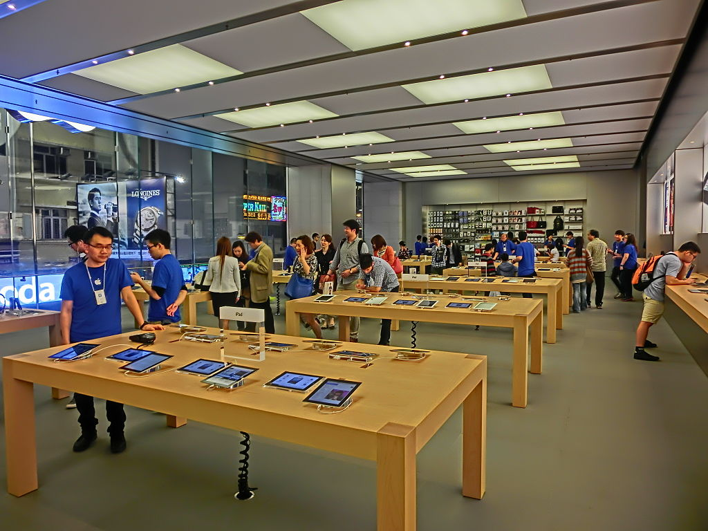 Apple Store, Hysan Place, Causeway Bay, Hong Kong. Photo by Mrodaikusek / Wikimedia Commons.