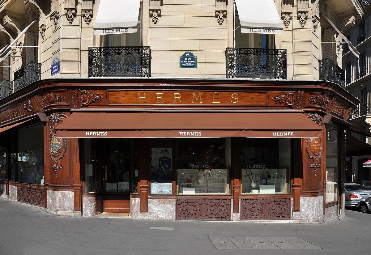 Hermès Store at Avenue George V in Paris 8th arrondissement, France. Photo by Moonik / Wikimedia Commons.
