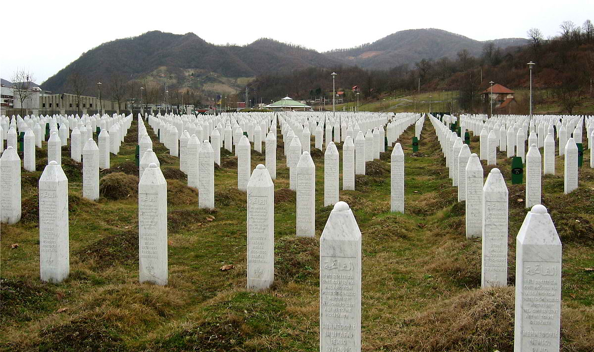 The cemetery at the Srebrenica-Potočari Memorial and Cemetery to Genocide Victims. Photo by Michael Büker / Wikimedia Commons.