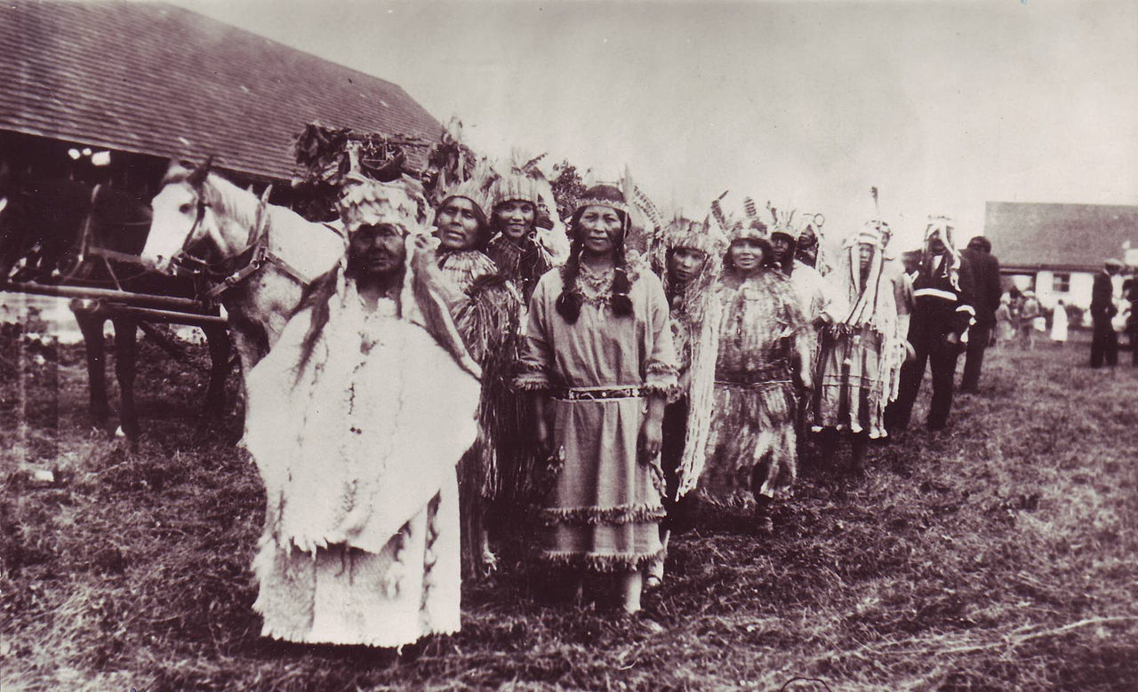 A group of Chehalis First Nations. Photo from Wikimedia Commons.