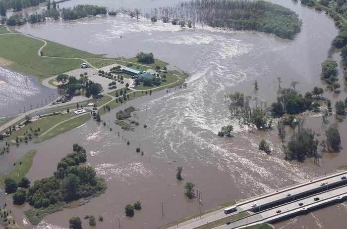 "Robyn Verindon tweeted, ""my hometown Brandon Manitoba :/ #mothernature #manitobaflood"""