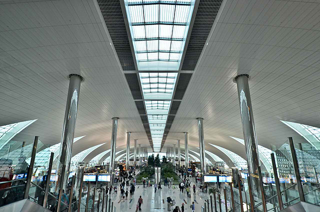 Terminal 3 concourse B of Dubai International Airport. Photo by roevin / Flickr.