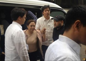 Atty. Jessica Reyes a.k.a. Gigi Reyes upon arriving at the Sandiganbayan. Photo courtesy of Roberto Mano via Twitter.
