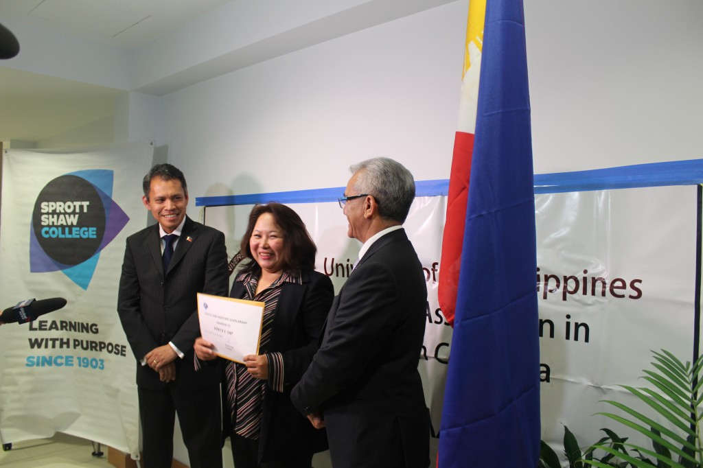 Nenita receives the award from Consul General Neil Ferrer (on her left) and Sprott Shaw president Patrick Dang (on her right).