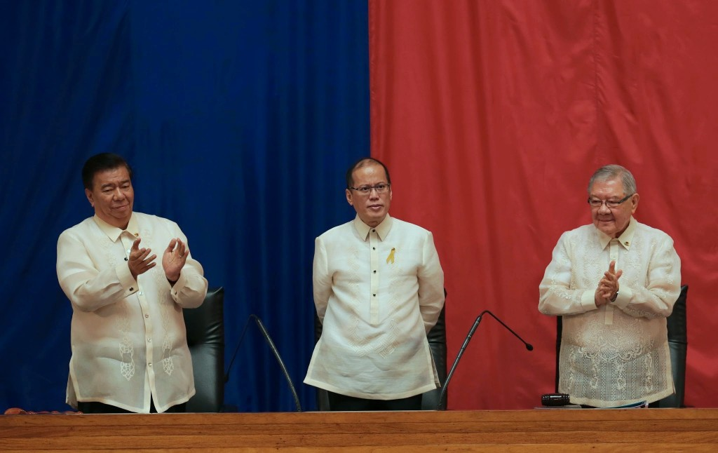 President Benigno S. Aquino III is shown with House Speaker Feliciano Belmonte, Jr. and Senate President Franklin Drilon, before delivering his 5th State of the Nation Address (SONA) during the Joint Session of the 16th Congress at the Batasang Pambansa in Quezon City on Monday (July 28). (Photo by  Benhur Arcayan / Malacanang Photo Bureau)