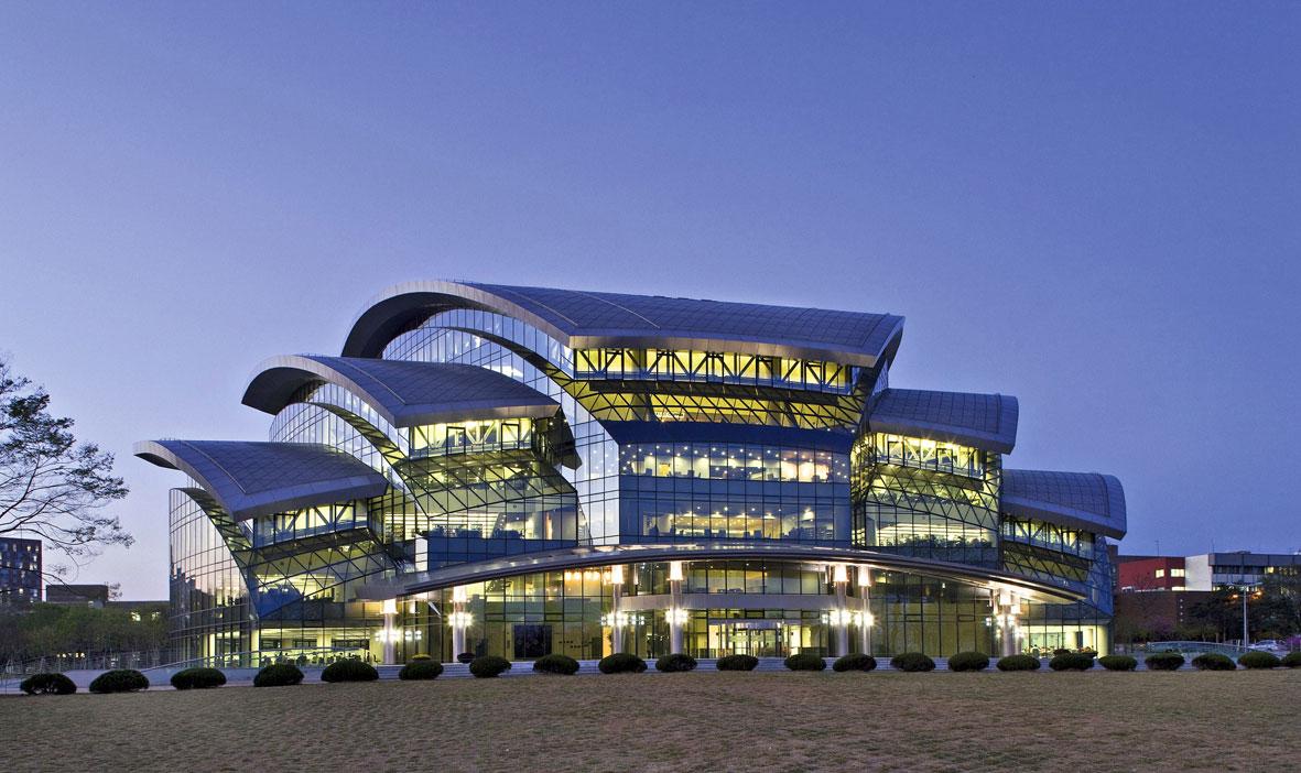 The Samsung Library in Suwon, South Korea. Photo by RAICO Bautechnik / Wikimedia Commons.