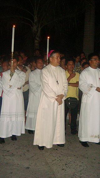 Archbishop Socrates Villegas (Center, Wikipedia photo)