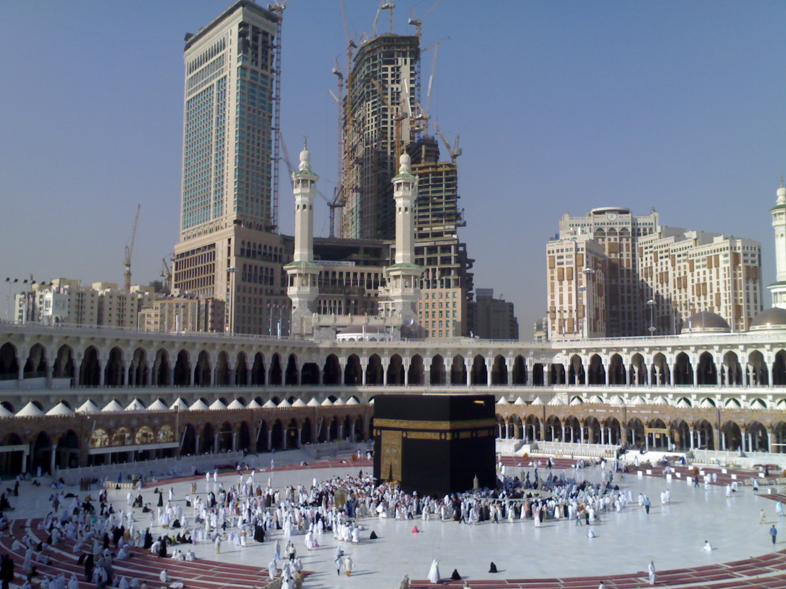 The Holy Mosque in Mecca. Photo by Meshal Obeidallah / Wikimedia Commons.