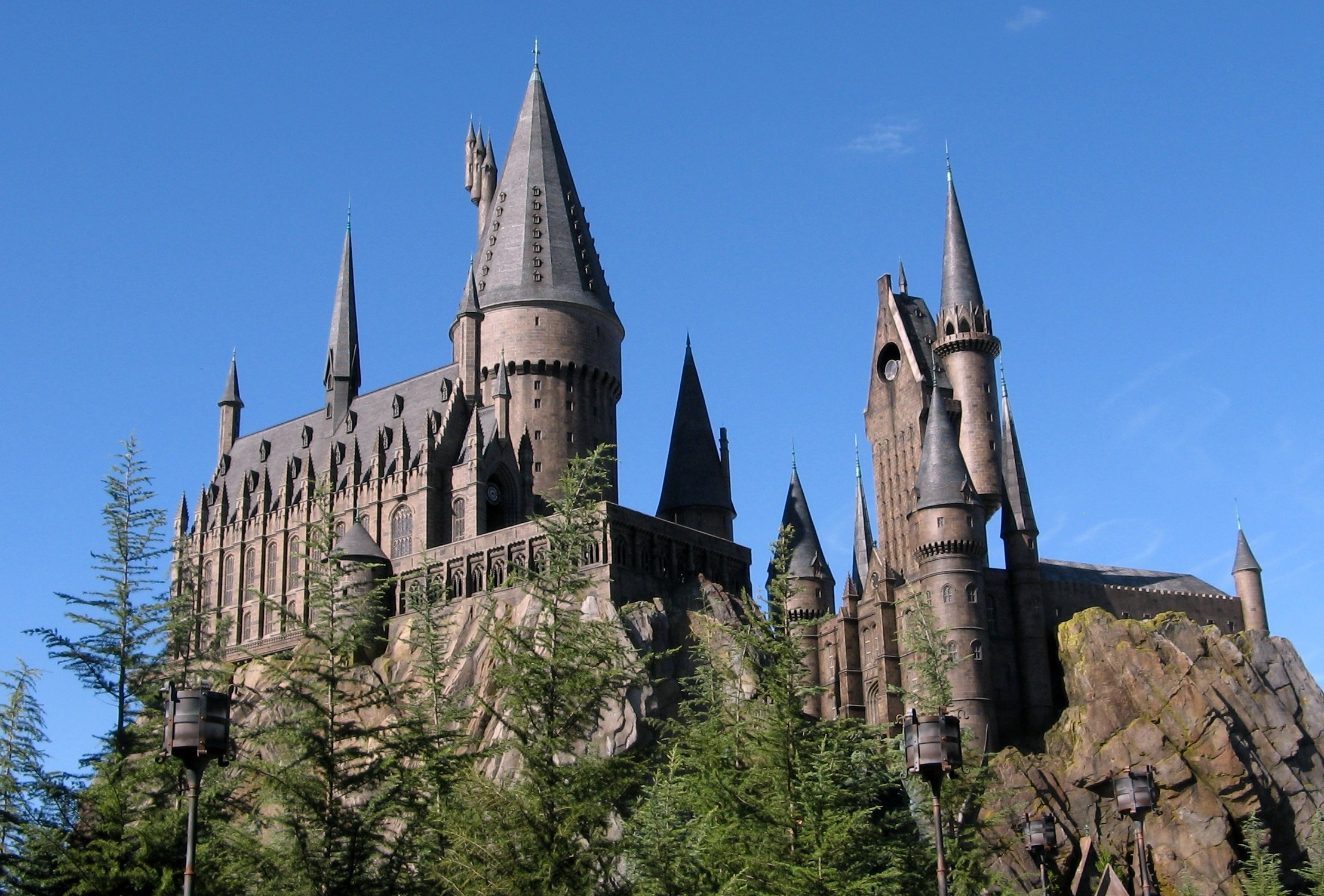 Hogwarts Castle in the Wizarding World of Harry Potter, an island of Island's Of Adventure in the Universal Orlando Resort. Photo by Carlos Cruz / Wikimedia Commons.