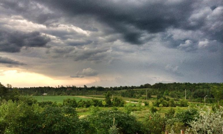 """#ONstorm Storm rolling into Halton Hills, Ontario"" Photo courtesy of Migero Mitch via Twitter"