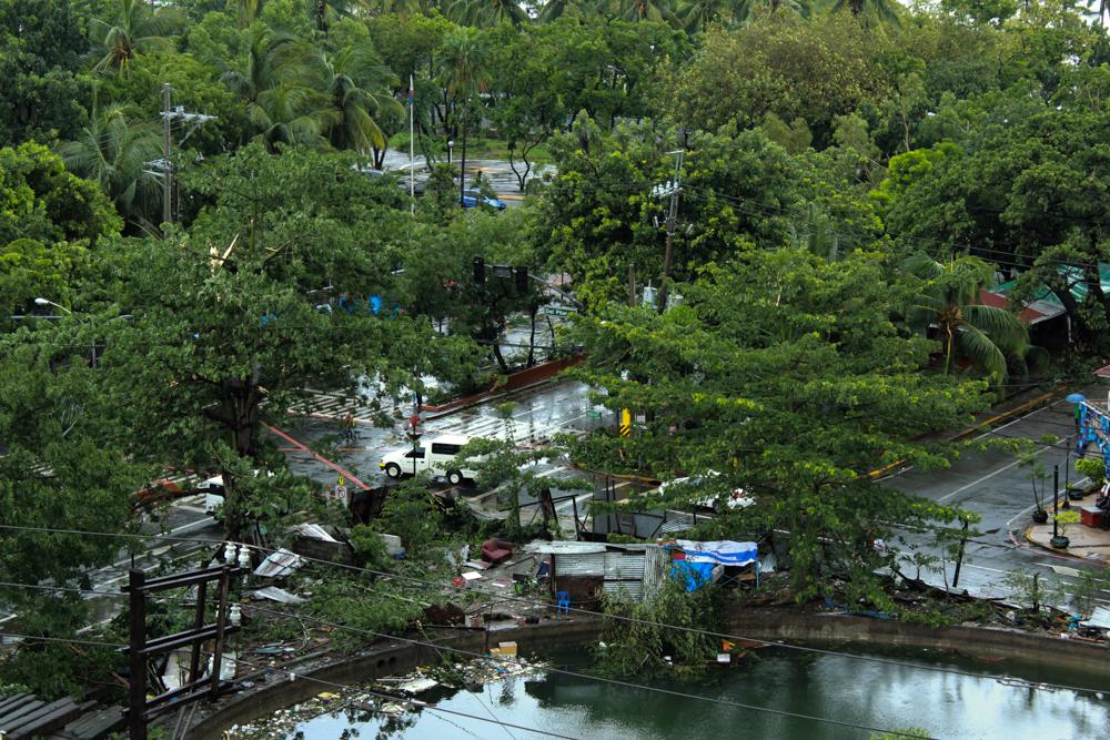 Typhoon 'Glenda' plows through Manila. Photo by Shanice Garcia.