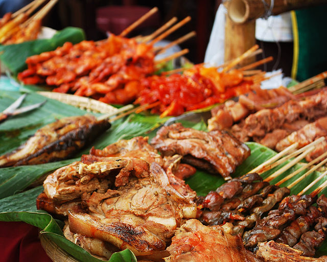 Wikipedia photo of barbecued meats, Pinoy style.
