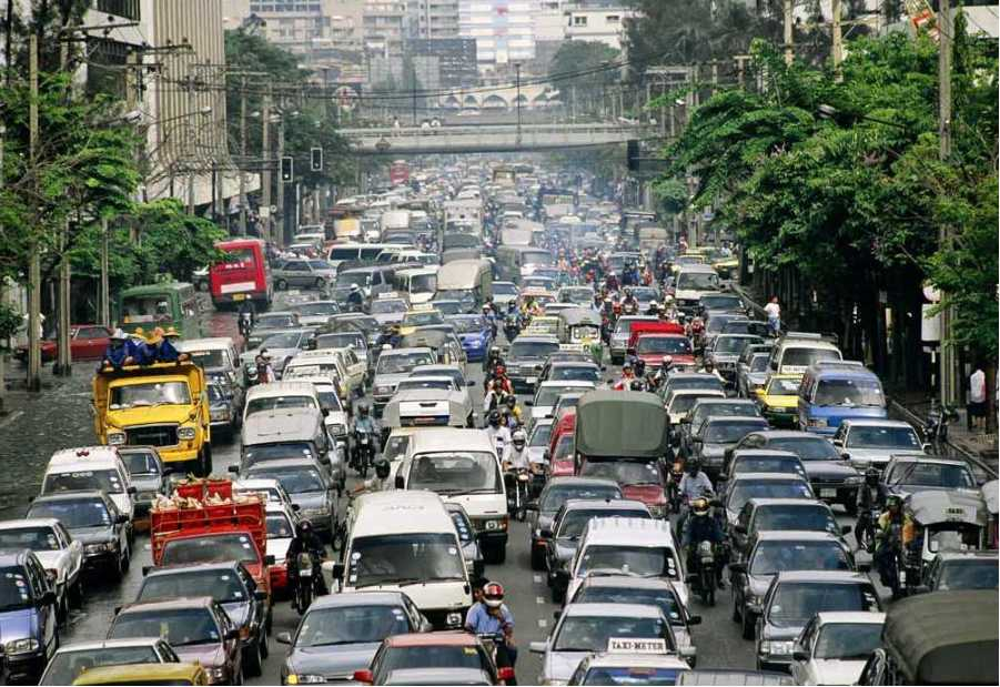 Braving the Manila traffic situation (Photo courtesy of PanoBaMagBlog on WordPress)