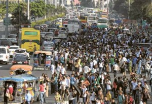 Braving the Manila traffic situation (Photo courtesy of PanoBaMagBlog on WordPress)