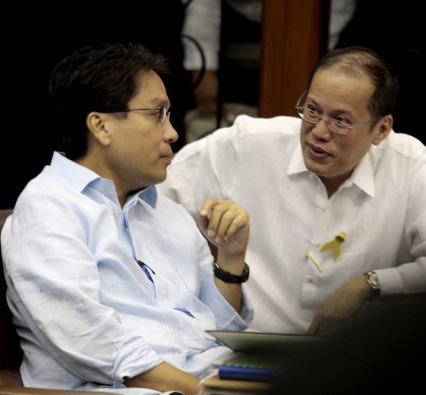 DILG Secretary and Liberal Party frontrunner for 2016 Mar Roxas with Pres. Noynoy Aquino (Photo from Roxas' official Facebook page)