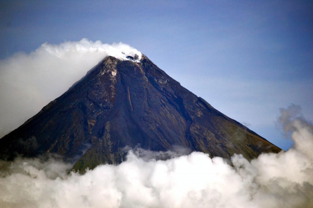 Mayon Volcano (Wikipedia photo)