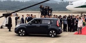 Pope Francis' small car dazzles South Koreans. Photo courtesy of Sam Kim / Twitter