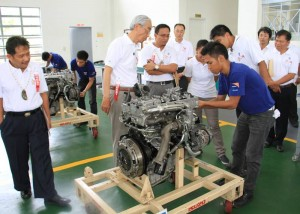 TESDA mechanics-in-training in cooperation with ISUZU Philippines. Photo courtesy of www.tesda.gov.ph