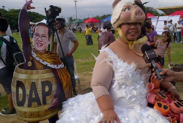 Famous anti-pork personality Juana Change at Aug 25's anti-pork rally in Luneta (Boy Gonzales / DZRH)