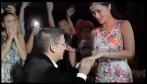 Sen. Chiz Escudero proposes to Heart Evangelista (Screengrab from GMA News footage)