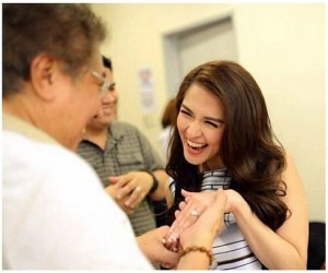 Marian showing off her Harry Winston engagement ring to her 'tatay.' Photo courtesy of @therealmarian on Instagram.