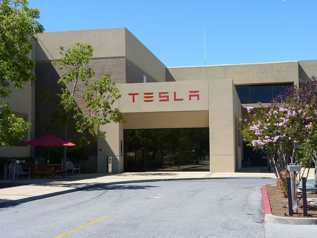 Headquarters of Tesla Motors Inc., located in Palo Alto, CA, USA. Photo by Tumbenhaur / Wikimedia Commons.
