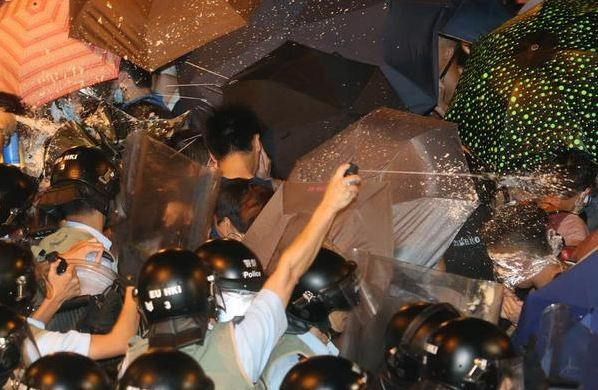 Police condemned for excessive use of pepper spray #HKStudentStrike #hkstudentboycott (Photo and caption courtesy of Sinhang Mak on Twitter)