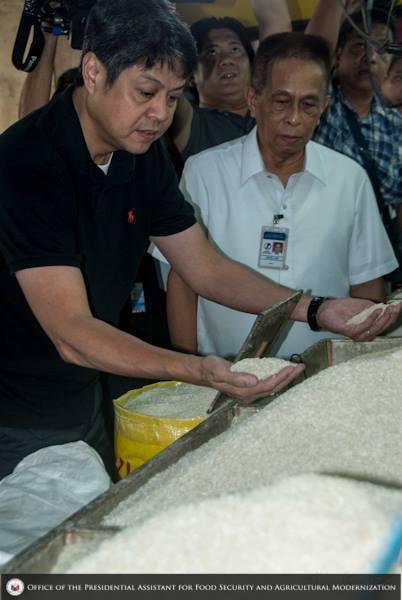 Sec. Kiko Pangilinan (black shirt) and former NFA Chairman Arthur Juan (Photo courtesy of Sec. Pangilinan's Facebook fan page)