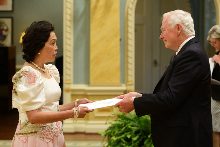 Ambassador Petronila P. Garcia presents her credentials to His Excellency, the Right Honourable David Johnston, Governor General of Canada Photo credit: Sgt Ronald Duchesne, Rideau Hall © Her Majesty The Queen in Right of Canada represented by the Office of the Secretary to the Governor General (2014)