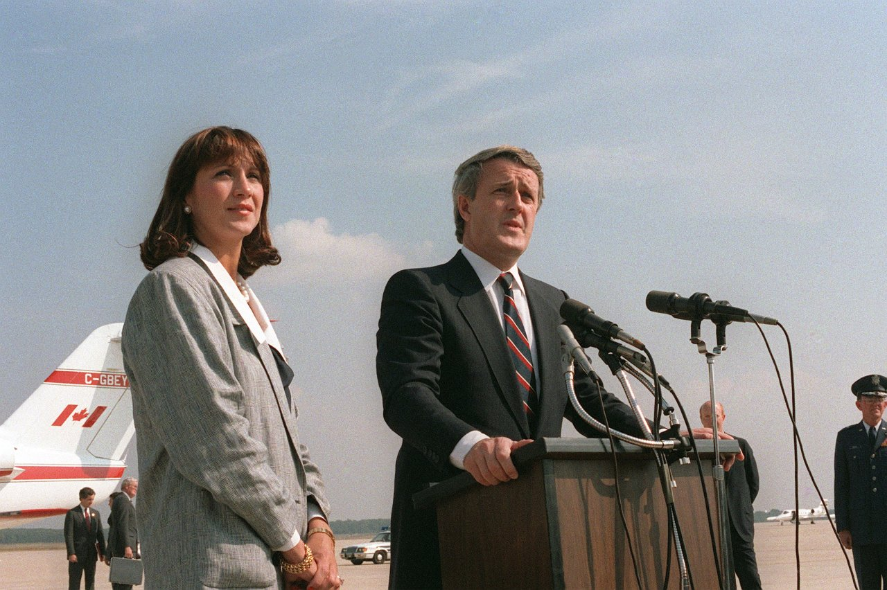 Mila (left) and Brian (right) Mulroney at Andrews Air Force Base. Photo from Defense Visual Information (DVI) Directorate, (U.S.) Department of Defense / Wikimedia Commons.