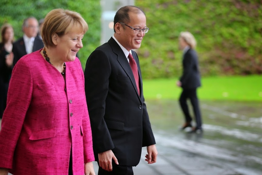President Benigno S. Aquino III is welcomed by Federal Chancellor Dr. Angela Merkel upon arrival at the Federal Chancellery on Friday (September 19).(Photo by Robert Vinas / Malacañang Photo Bureau)