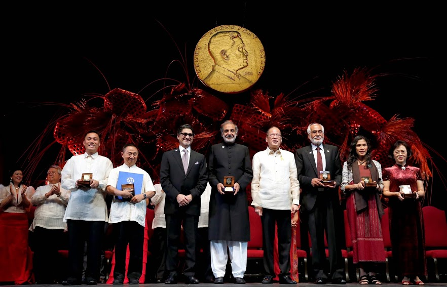 President benigno S. Aquino III poses with the 2014 Ramon Magsaysay awardees (from left) Randy Halasan, Philippines; Wang Canfa, China; The Citizen Foundation (two representatives), Pakistan; Saur Marlina Manurung, Indonesia; and Ho Shuli, China during the presentation ceremonies Sunday (August 31) at the Cultural Center of the Philippines in Pasay City, Philippines. Established in 1957, the Ramon Magsaysay Awards is Asia's highest honor and is widely regarded as the region's equivalent to the Nobel Prize. (Photo by Gil Nartea/Malacanang Photo Bureau)