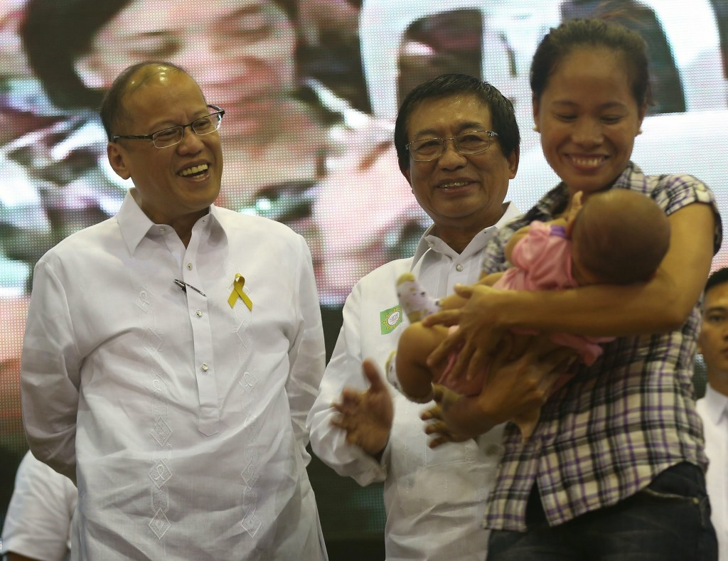 """President Benigno S. Aquino III graces the launching of Ligtas sa Tigdas at Polio Mass Immunization Campaign at the DOH Convention Hall in San Lazaro Compound, Sta. Cruz, Manila City on Monday (September 01). With theme: """"Ligtas sa Tigdas: Magkaisa, Magpabakuna,"""" this nationwide campaign is a follow-up to the 2011 Measles Rubella Supplemental Immunization Activity to interrupt current transmission of measles in the country. Also in photo is Health Secretary Dr. Enrique Ona. (Photo by Ryan Lim / Malacañang Photo Bureau)"""