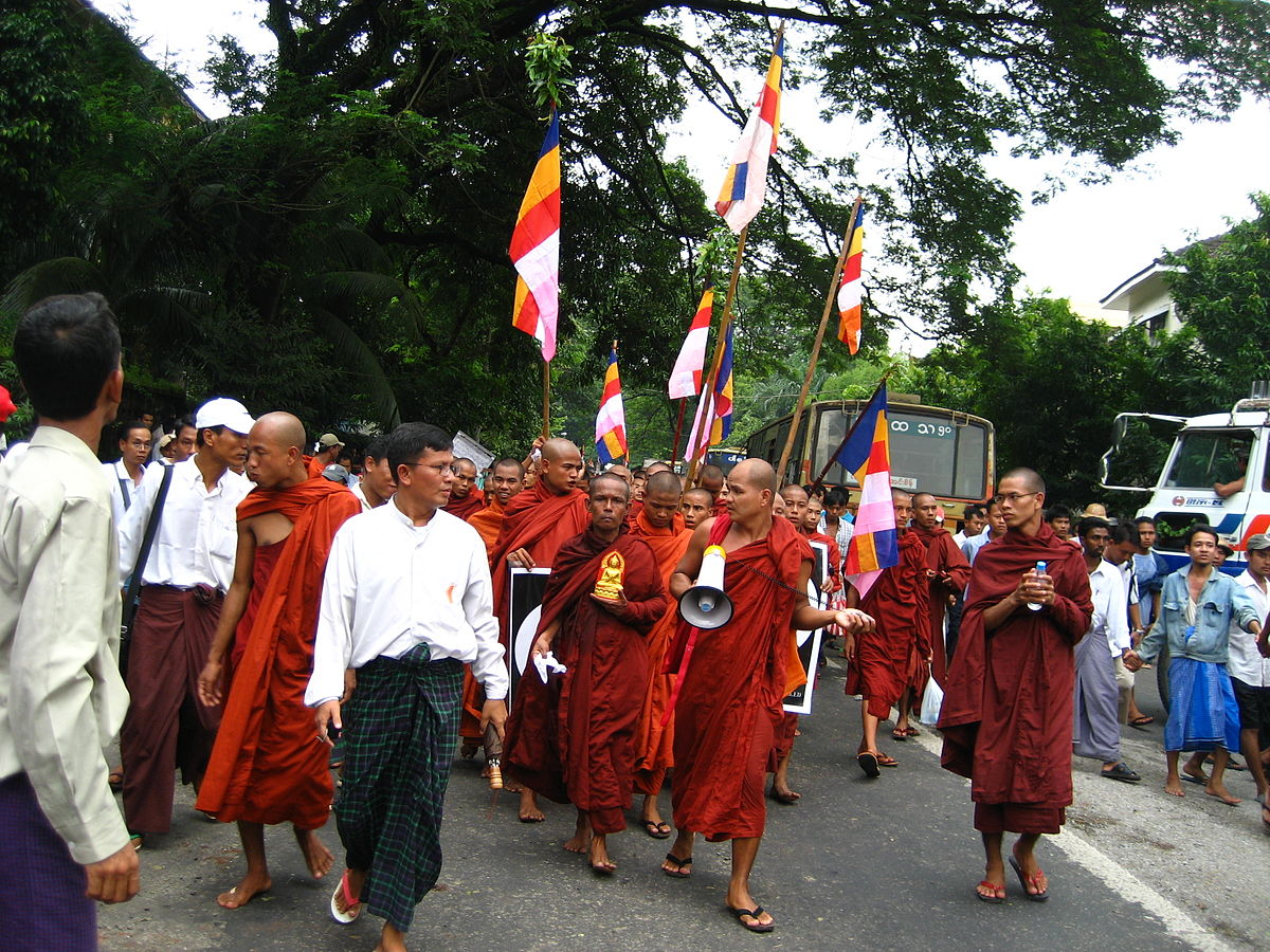 Monks protesting in Yangon, carrying the Buddhist flag. racoles / Flickr.