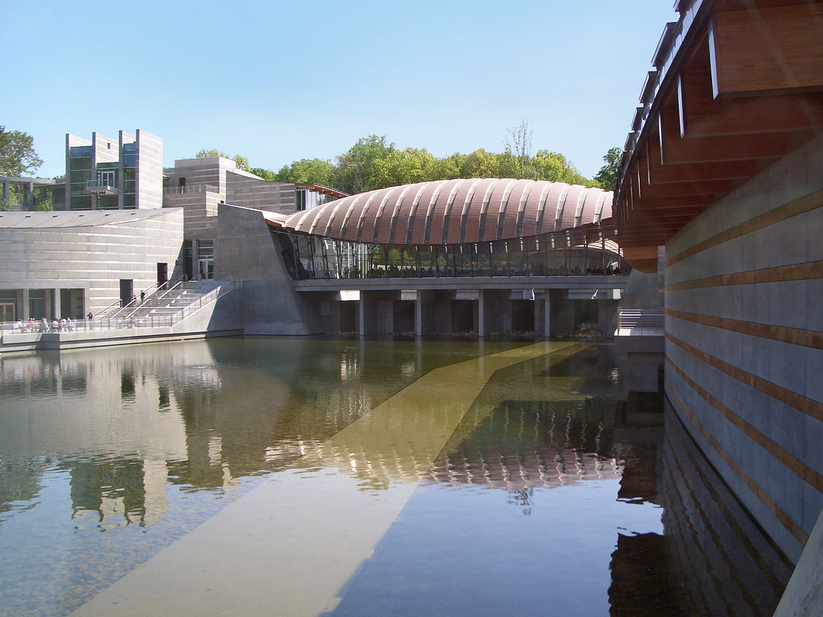 Crystal Bridges Museum of American Art. Charvex / Wikimedia Commons.