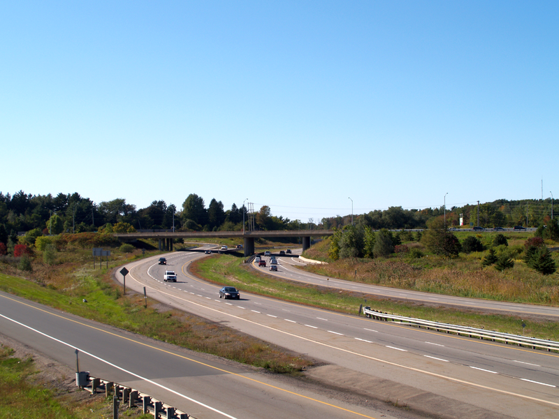 Highway 403 at the former Highway 2 junction in Ancaster. Floydian / Wikimedia Commons.