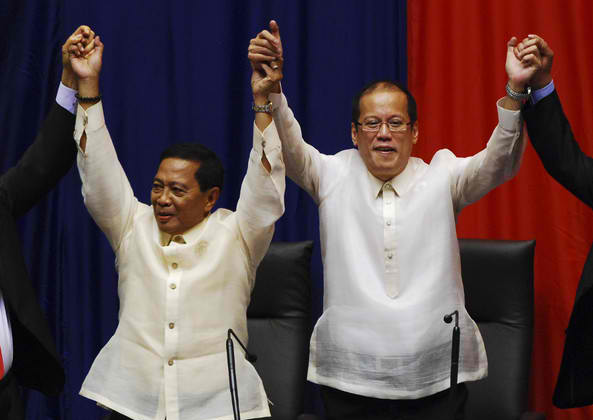 VP Jejomar Binay (left) and President Benigno Aquino III (Photo by Dondi Tawatao)