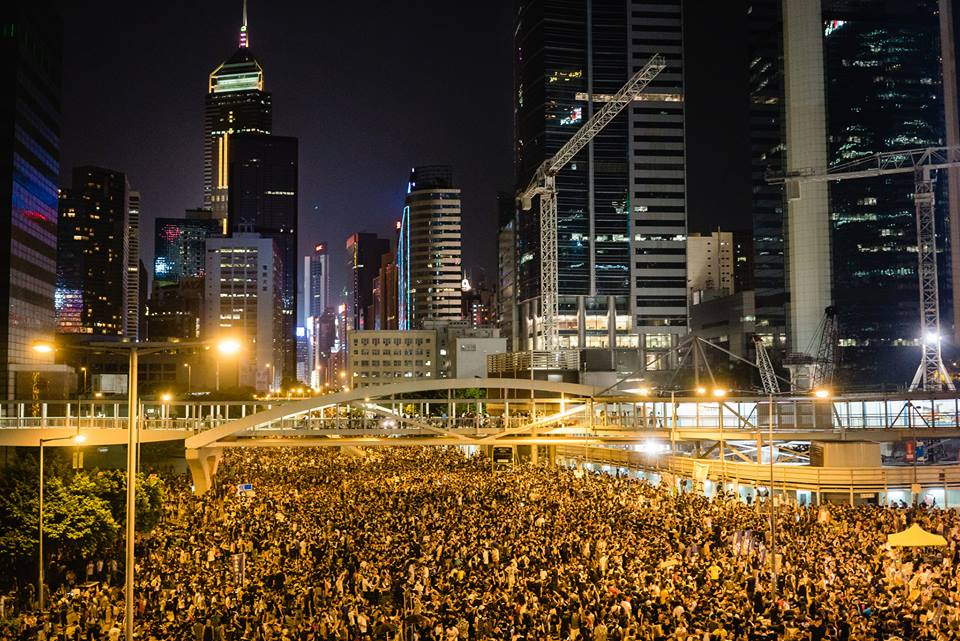 Thousands of supporters gather at HK Central to promote democracy and fair elections. (Pasu Au Yeung / Flickr)