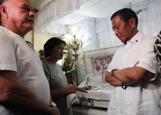 Vice President Jejomar 'Jojo' Binay with slain Jennifer Laude's parents (Photo courtesy of the Office of the Vice President)
