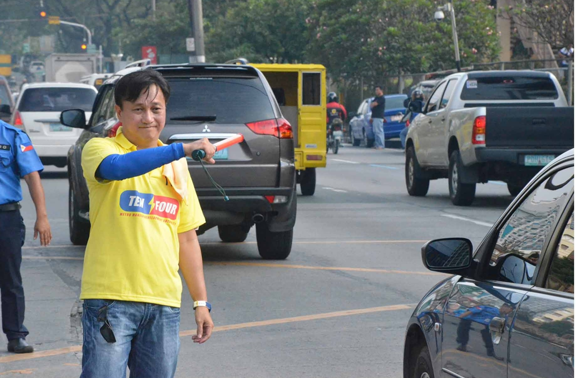 MMDA Chairman Atty. Francis Tolentino personally managed the traffic situation in Katipunan, Quezon City on a busy Friday (October 3). PNA Photo