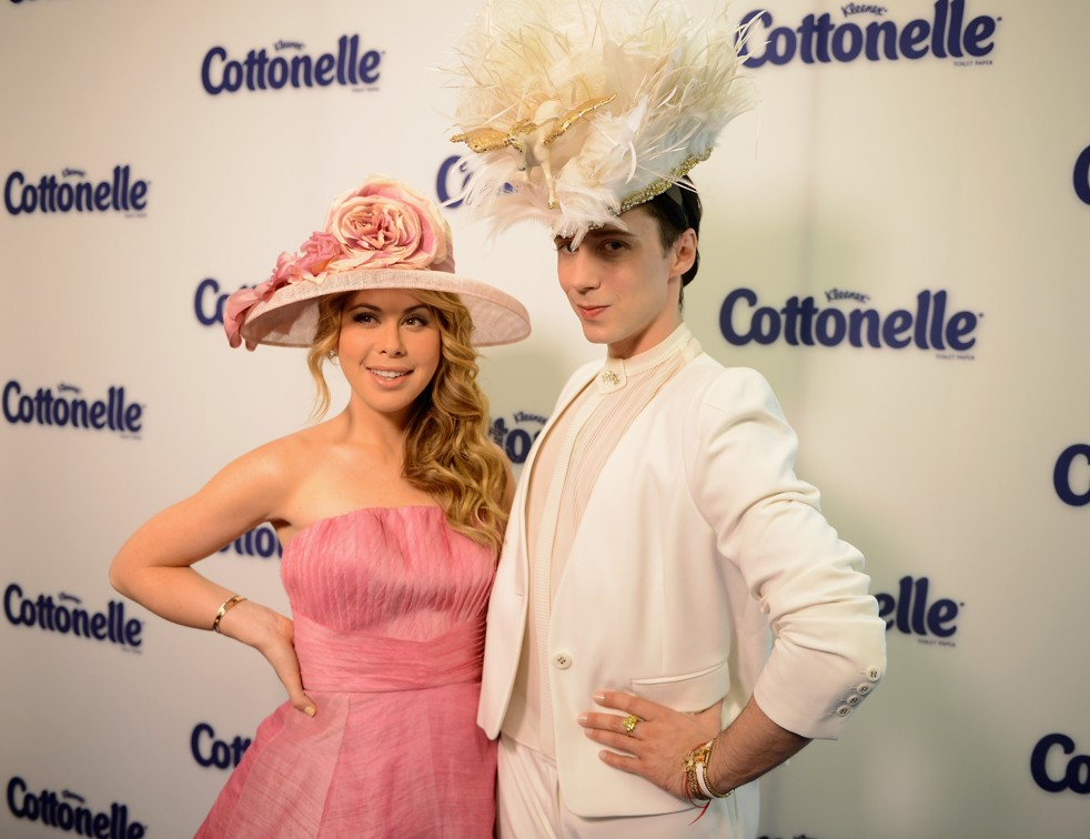 Tara Lipinski and Johnny Weir. veooz.com.