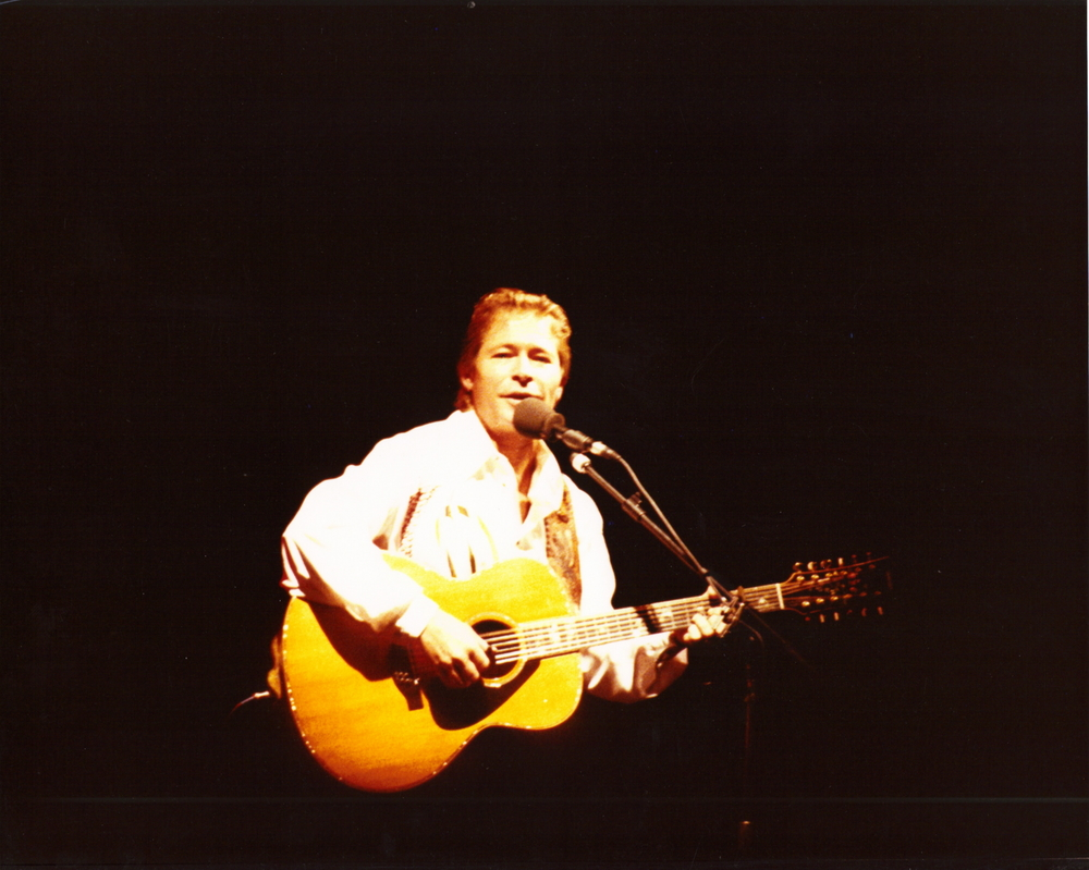 John Denver in Concert in Springfield, Massachusetts. Steve Broer / Shutterstock.com.