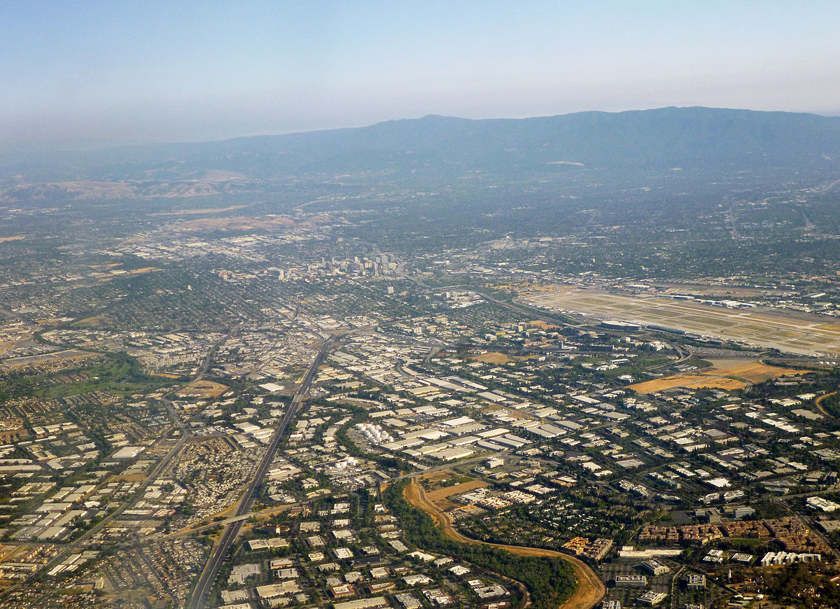 Silicon Valley, as seen from over north San Jose. Coolcaesar / Wikimedia Commons.