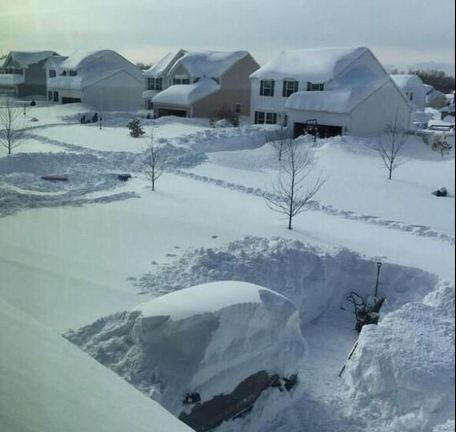 """Buffalo, NY got 75 inches of snow"" (Caption and photo courtesy of Men's Thoughts on Twitter)"