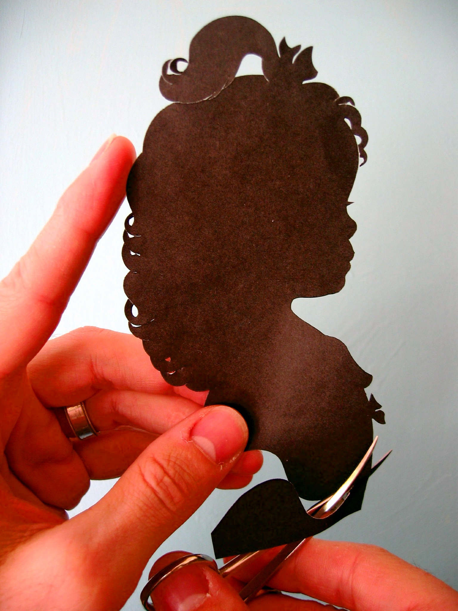 The traditional method of making a silhouette portrait.
