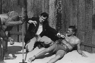 Kubrick directing Woody Strode and Kirk Douglas in the gladiator ring for Spartacus. Studio / ebay.