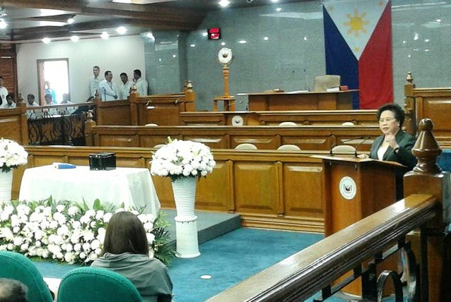 Sen. Miriam Defensor Santiago delivering her eulogy for her beloved friend Sen. Juan Flavier (Photo from Sen. Santiago on Instagram)
